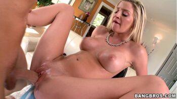 Xnxx video de sexo com loira branquinha