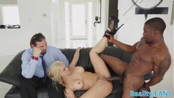 Porno corno assistindo esposa dar pro negão